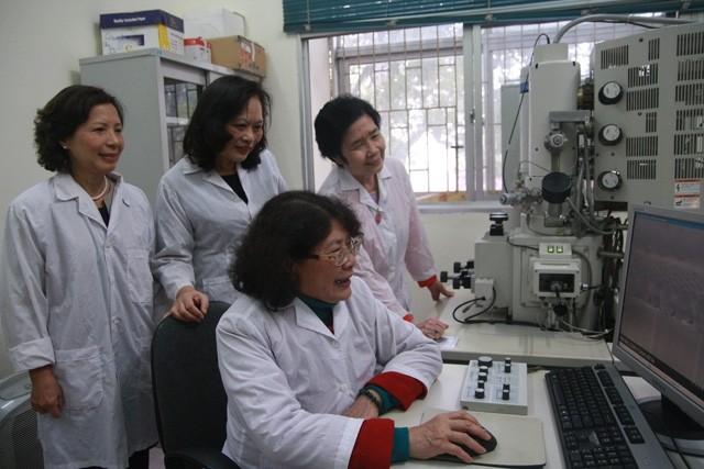 Investigadoras vietnamitas apasionadas de la ciencia - ảnh 2