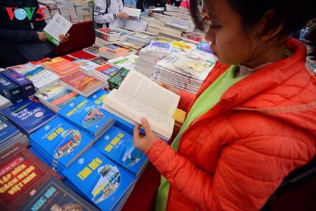 Vietnam prioriza ampliar movimiento de lectura en toda la sociedad - ảnh 1