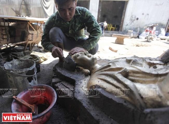 Aldea Dai Bai, una larga historia en la fundición de bronce - ảnh 2