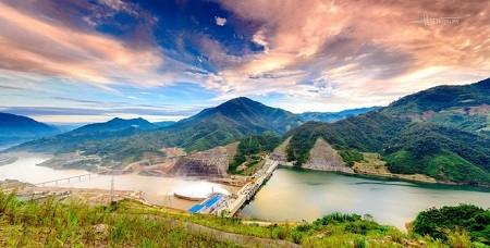 Central hidroeléctrica Lai Chau, nuevo atractivo turístico del noroeste vietnamita - ảnh 1