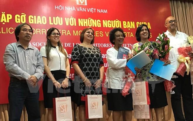 Encuentro entre escritores vietnamitas y cubanos - ảnh 1