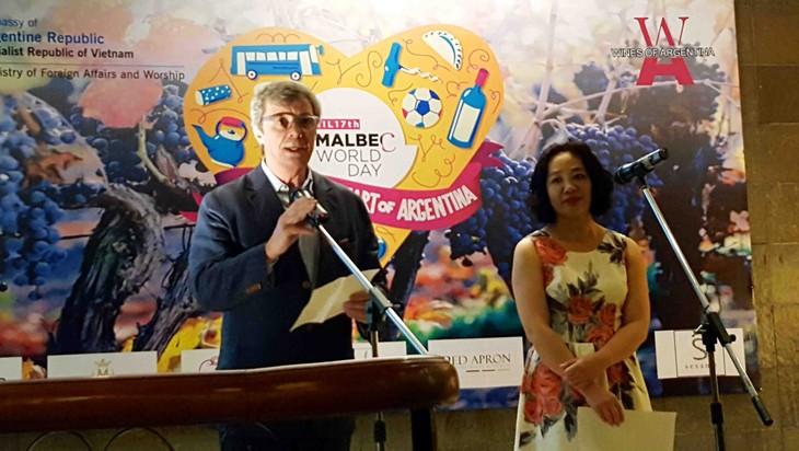 El corazón de Argentina resalta tema del Día Mundial del Malbec 2017 en Hanoi - ảnh 1