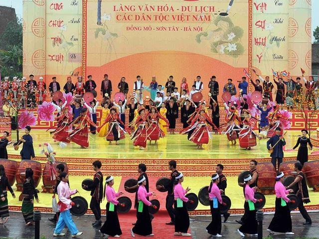 Celebran en Hanoi Día Cultural de las minorías étnicas vietnamitas  - ảnh 1