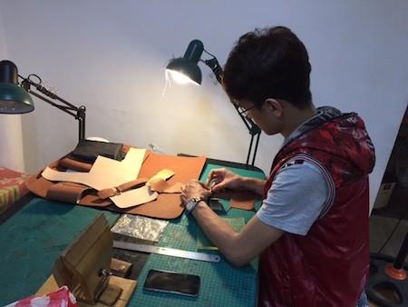 Fábrica de productos de cuero para los jóvenes de Hanoi   - ảnh 1
