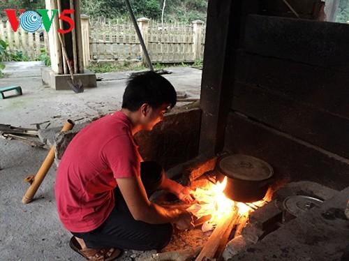 Meteorólogos abnegados aportan al desarrollo socioeconómico de Vietnam - ảnh 4