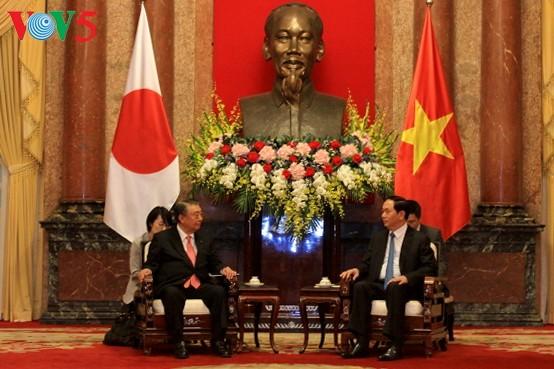 Dirigentes vietnamitas se reúnen con el jefe de la Cámara de Representantes de Japón - ảnh 1