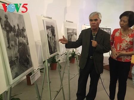 """Exreportero de AP dona la foto """"La niña del napalm"""" al Museo de la Mujer de Vietnam - ảnh 1"""