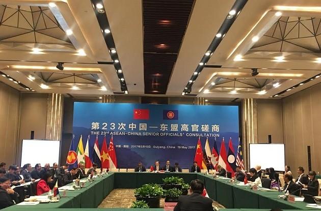 Reunión de alto nivel Asean-China reafirma voluntad común de impulsar cooperación multisectorial - ảnh 1