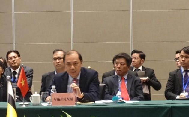 Reunión de alto nivel Asean-China reafirma voluntad común de impulsar cooperación multisectorial - ảnh 2