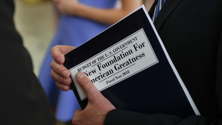 Plan presupuestario de Donald Trump busca ahorros a costa de programas sociales - ảnh 1