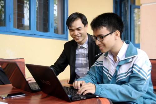 Brazo robótico, un invento de alto valor humanitario del estudiante Pham Huy - ảnh 2