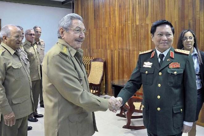 El presidente cubano recibe al ministro de Defensa de Vietnam - ảnh 1