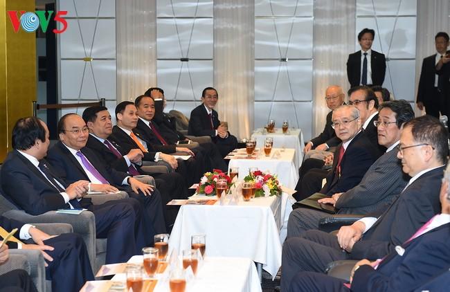 Primer ministro vietnamita se reúne con empresarios japoneses - ảnh 1