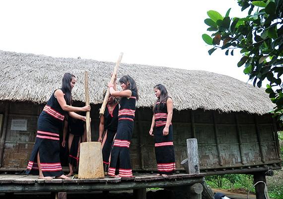 Los Xo Dang festeja la nueva cosecha  - ảnh 3