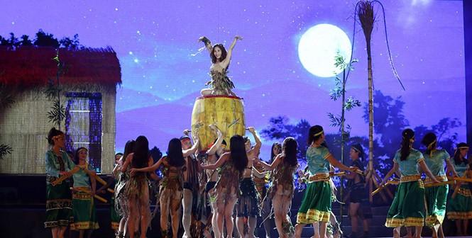 Quang Binh recibe a los turistas al reino de las cuevas  - ảnh 1