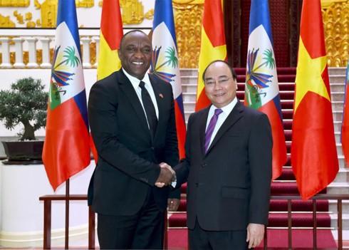 Premier de Vietnam recibe al presidente del Senado de Haití - ảnh 1