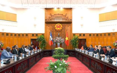 Premier de Vietnam recibe al presidente del Senado de Haití - ảnh 2