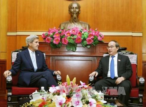 John Kerry se reúne con dirigente de Ciudad Ho Chi Minh - ảnh 1