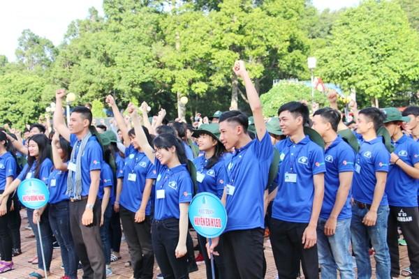 Jóvenes vietnamitas y su respuesta entusiasta a los trabajos voluntarios  - ảnh 3