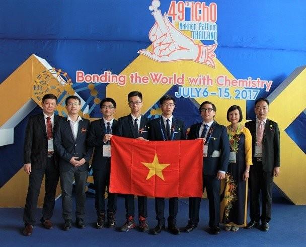 Alumnos vietnamitas conquistan 3 medallas de oro en Olimpiada Internacional de Química 2017 - ảnh 1