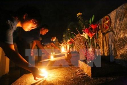 Ofrecen regalos a las Madres Heroicas y familiares de mártires e inválidos de guerra - ảnh 1