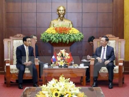 Vicepresidente laosiano visita provincia norvietnamita de Hoa Binh - ảnh 1