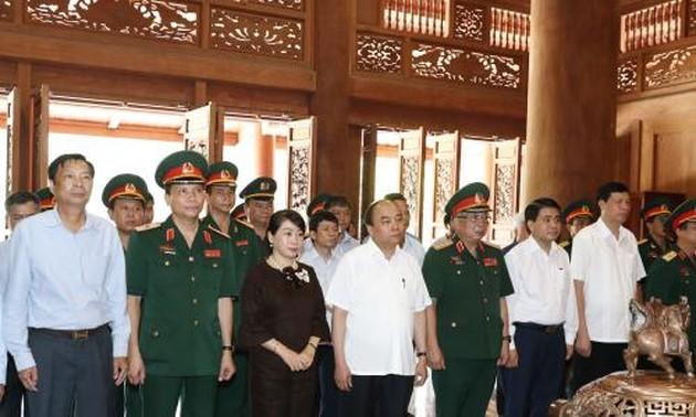 Rinden homenaje al Presidente Ho Chi Minh - ảnh 1