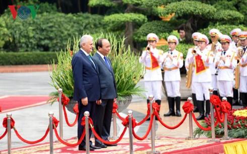 Los primeros ministros de Vietnam y Turquía se reúnen en Hanói - ảnh 1