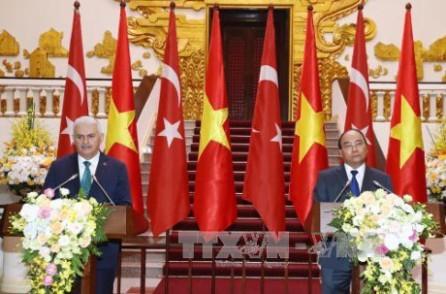 Primer ministro turco optimista sobre los nexos futuros con Vietnam  - ảnh 1