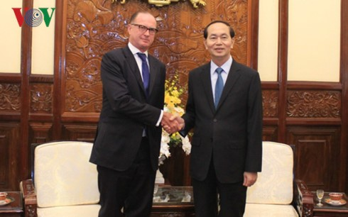 Presidente vietnamita recibe a los embajadores salientes de Eslovaquia y Austria - ảnh 1