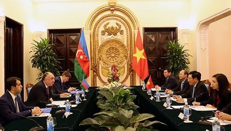El diálogo entre los cancilleres de Vietnam y Azerbaiján se centra en las relaciones binacionales - ảnh 1