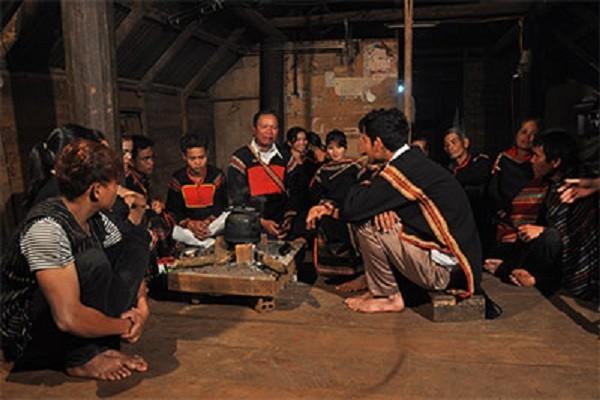 El canto Eirei o el diálogo musicalizado de la etnia Ede - ảnh 1
