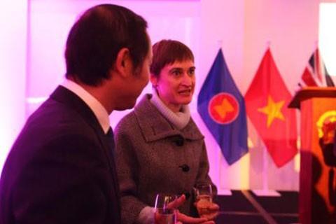 Reino Unido manifiesta el interés de incrementar la cooperación comercial con Vietnam post Brexit - ảnh 1