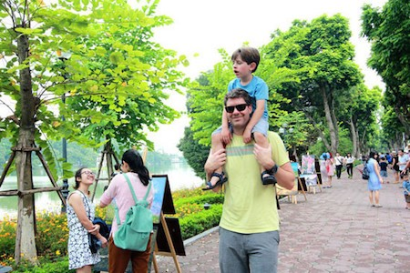 Vietnam recibe 9,5 millones de visitantes internacionales en lo que va del año  - ảnh 1