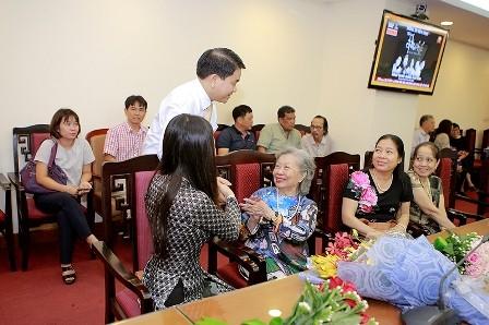 """La décima edición del premio """"Bui Xuan Phai-Por el amor a Hanói"""" - ảnh 2"""