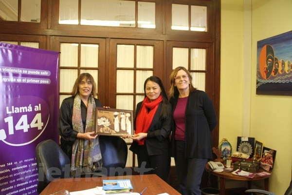 Unión de Mujeres de Vietnam finaliza una visita de trabajo en Argentina - ảnh 1