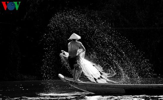 Tari kehidupan di sungai Nhu Y - ảnh 1