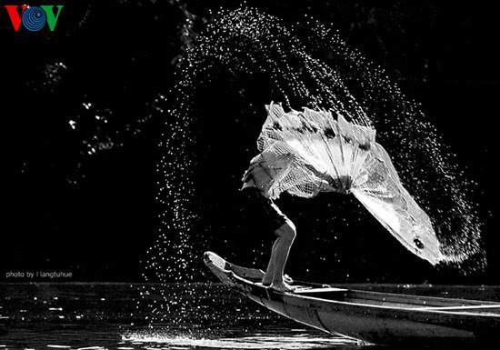 Tari kehidupan di sungai Nhu Y - ảnh 2