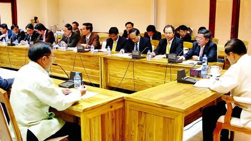 Deputy Perdana Menteri Laos memimpin pembicaraan dengan delegasi tingkat tinggi propinsi Ha Tinh - ảnh 1