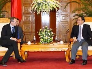 Komisaris Tinggi urusan perkembangan Uni Eropa mengunjungi Vietnam - ảnh 1