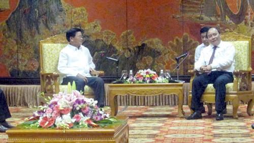 Deputi PM Nguyen Xuan Phuc menerima delegasi Laos - ảnh 1