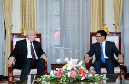 Deputi PM Pham Binh Minh menerima Duta Besar Luar Biasa dan Berkuasa Penuh Federasi Rusia dan Brazil - ảnh 1