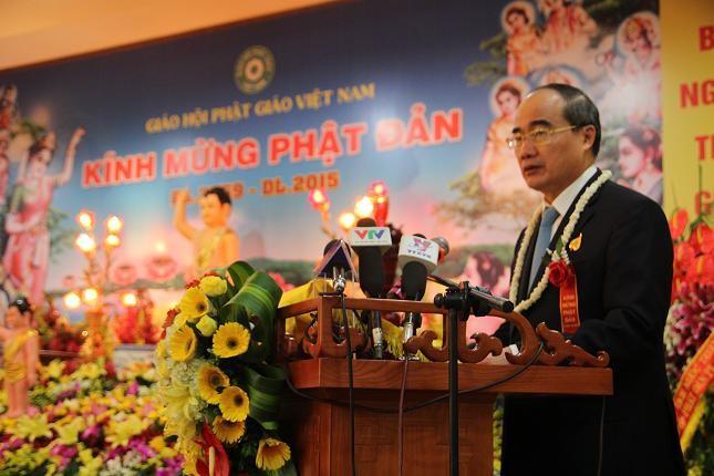 Ketua Pengurus Besar Front Tanah Air Vietnam mengucapkan selamat kepada para kemuka agama dan umat Buddhis Mazhab Hoa Hao - ảnh 1