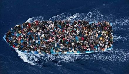 Jumlah migran yang masuk Eropa bisa mencapai 1 juta orang pada tahun 2016 - ảnh 1