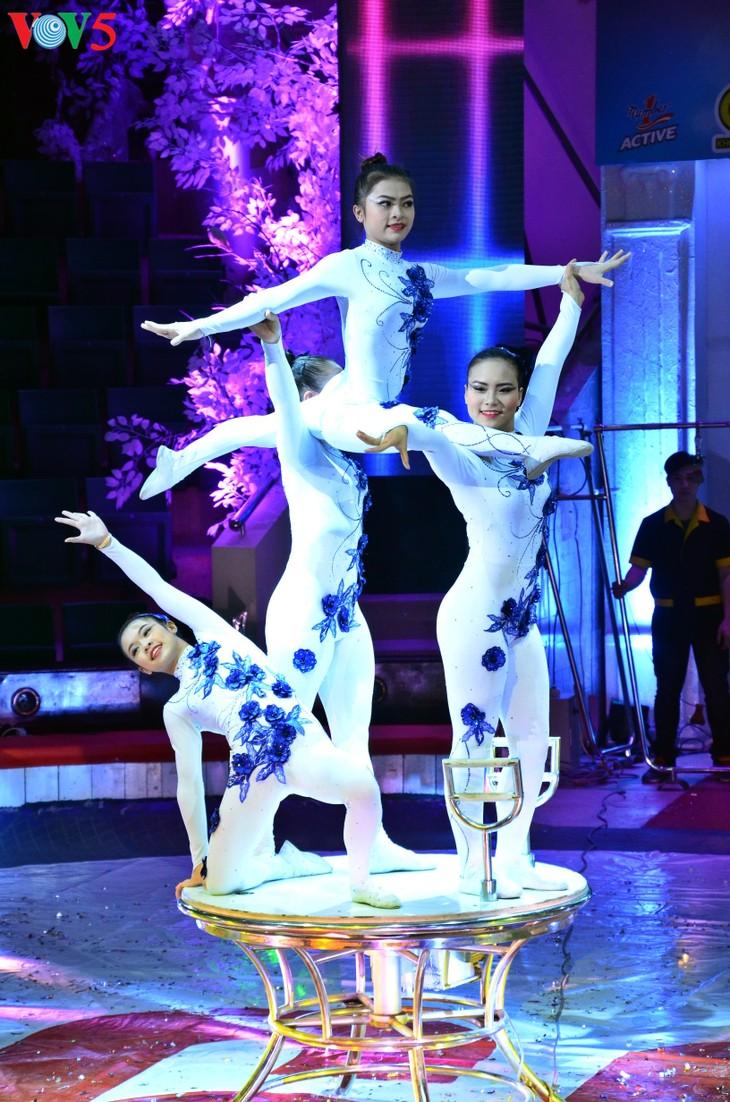 Gala Sirkus Internasional sehubungan dengan peringatan ultah ke-60 Federasi Sirkus Vietnam - ảnh 12