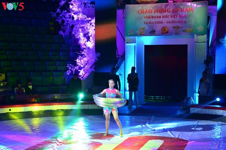 Gala Sirkus Internasional sehubungan dengan peringatan ultah ke-60 Federasi Sirkus Vietnam - ảnh 2