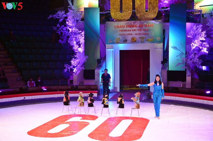 Gala Sirkus Internasional sehubungan dengan peringatan ultah ke-60 Federasi Sirkus Vietnam - ảnh 4
