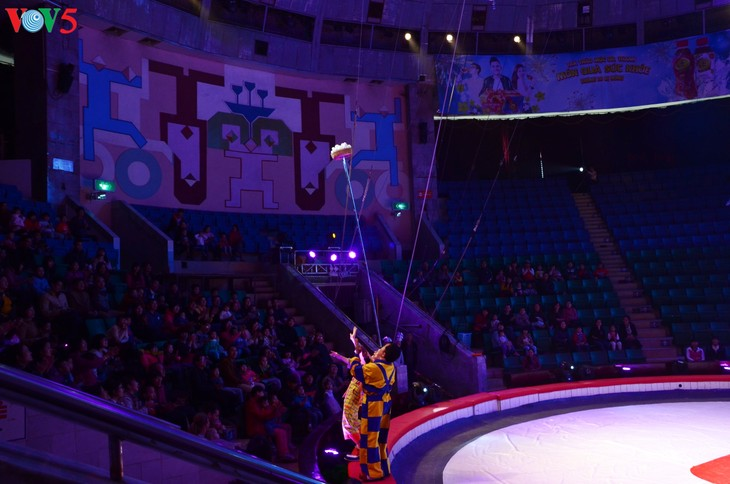 Gala Sirkus Internasional sehubungan dengan peringatan ultah ke-60 Federasi Sirkus Vietnam - ảnh 6