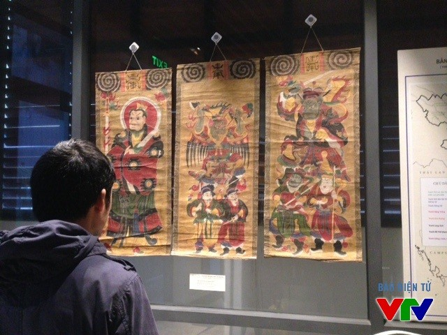 Memperkenalkan 200 foto, dokumen, benda tentang budaya lukisan rakyat - ảnh 1