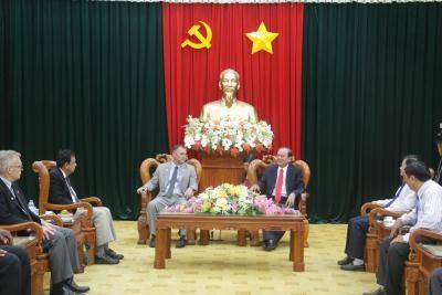 Badan  Pengarahan Daerah  Nam Bo Barat menerima Wali kota kota Riverside, AS - ảnh 1